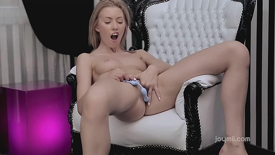 ludmilla verwohnt sich anus und fotzloch