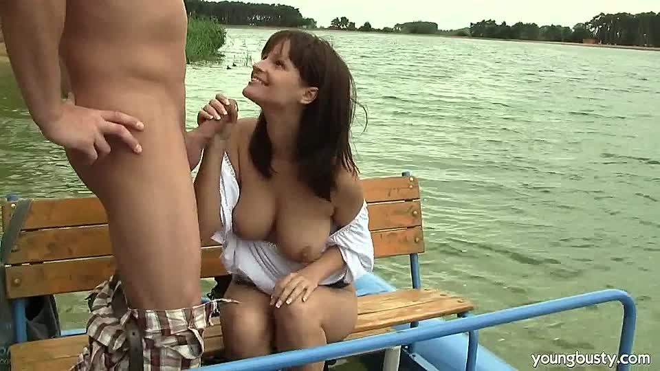 Spontaner Fick Auf Dem Boot Pornohirschcom