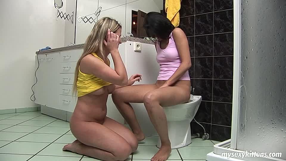 sex in badezimmer junge muschi lecken