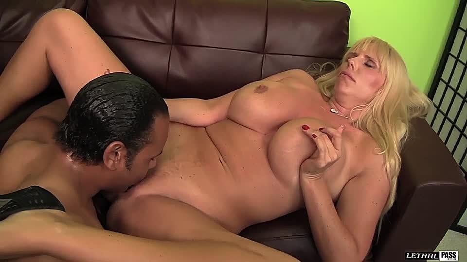 sexy knackarsch lady will sich bumsen lassen
