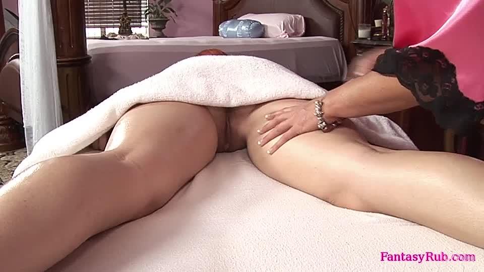 vertreterin in pantyhose vernascht ihren kunden